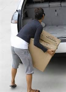 275 Square Feet Halle Berry Hauls In A Lexus Rx 400h Celebrity Cars Blog