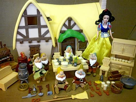 Snow White Cottage Playset by Snow White And The Seven Dwarfs Cottage Play Set Disney