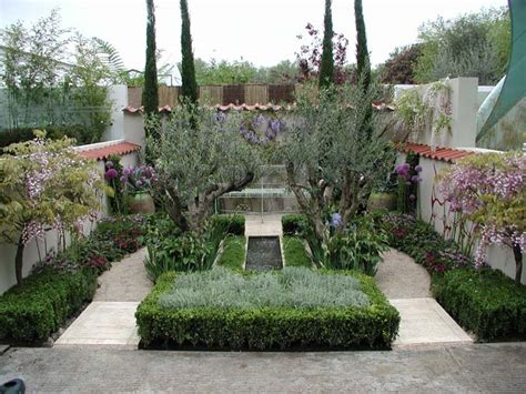 Small Mediterranean Garden Ideas Dias Vagos Lazy Days Gardens Small Courtyard Gardens And Garden Ideas
