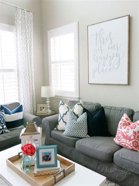 coral and navy living room 25 best ideas about coral living rooms on coral color schemes navy coral rooms and