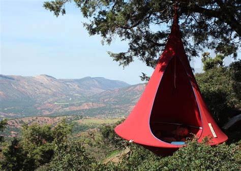 Self Hanging Hammock Hang In Out S Cacoon Hammock Lifts You Above The Trees