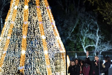 obama tree lighting barack obama and malia attend national