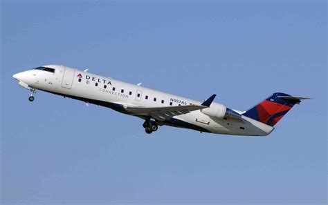 delta connection smith repaints completed delta connection crj 200 wilco feelthere