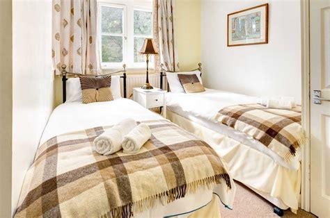 roach in bedroom cockroach bedroom 28 images roaches in bedroom
