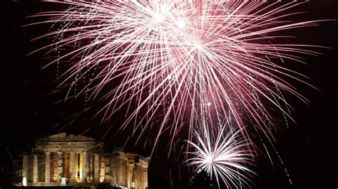 top 8 new year fireworks pictures mooshworld com by