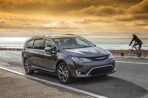 chrysler cars 2017 chrysler pacifica styling review the car connection