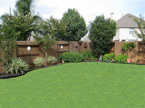 25 best ideas about landscaping along fence on