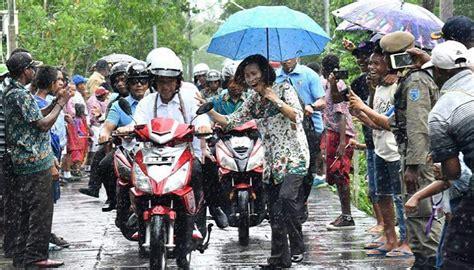 Kaos Oblong Nkri Indonesia gm sebut jokowi akrab dengan rakyat fadli gimmick pelarian
