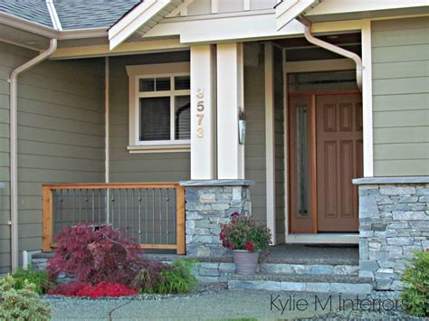 exterior paint colour with green siding trim and beige with painted front door that