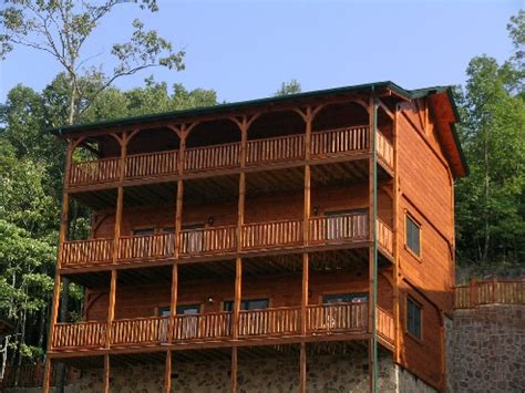 5 bedroom cabins in gatlinburg tn gatlinburg cabin king of the hill 5 bedroom sleeps 18