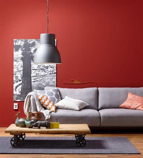 teppich sofa anordnung wand in rot plus sofa in grau bild 7 sch 214 ner wohnen