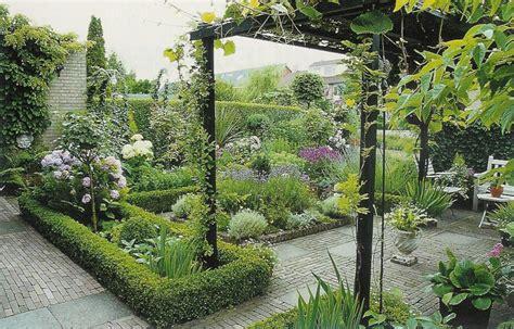 Tuin Met Pergola by Klassieke Tuin Met Pergola En Gebakken Klinkers Garten