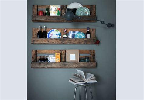 oggetti per mensole riciclo creativo bancali tante idee e consigli foto