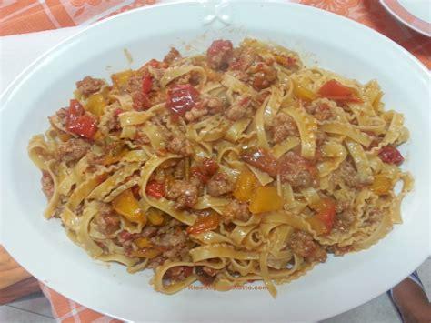 cucina tripolina ricetta reginette o tripoline con peperoni e salsicce