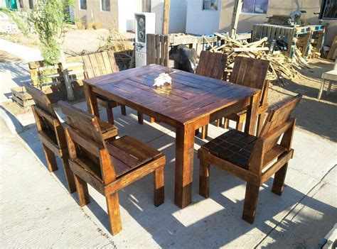 Pallet Table And Chairs by Wooden Pallet Dining Table And Chairs Set 99 Pallets