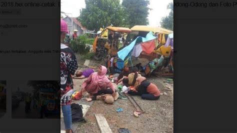 Odong Odong Dongeng Kucing Anjing foto odong odong diseruduk minibus 23 anak dan ibu ibu dilarikan ke rs suara rumput