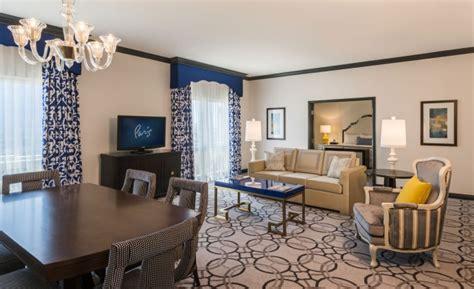 hotel rooms with living rooms ooh la la las vegas hotel rooms get a snazzy