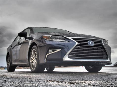 lexus es300h review 2016 lexus es300h hybrid of distinction bestride
