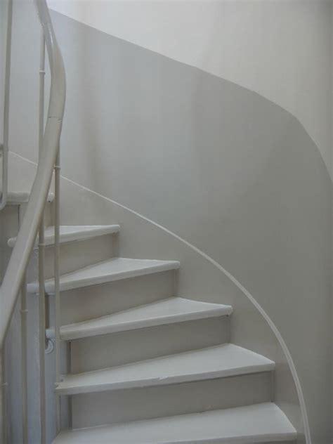Comment Peindre Une Cage D Escalier Tournant by De La Cuisine Vers Le Palier La Maison Du 17