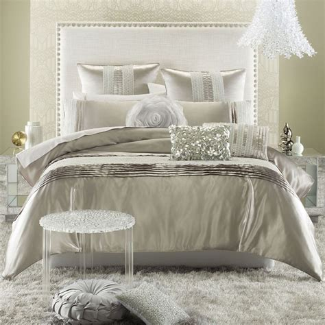 glam bedroom 17 best ideas about hollywood glamour bedroom on pinterest