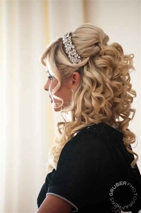 prom hairstyles tight curls 27 best mother of the bride hairstyles images on pinterest
