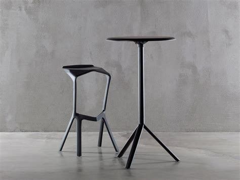 grcic stuhl konstantin grcic refines his miura collection for plank