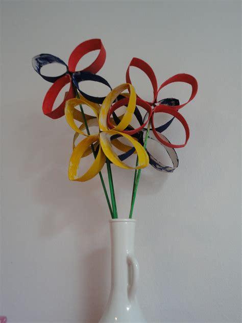 bloemen maken van wc rollen diy bloemetjes gemaakt v wc rolletjes en bbq stokjes en