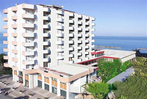 adriatico pescara hotel abruzzo mare alberghi al mare in abruzzo