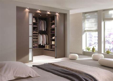 mod鑞e dressing chambre une chambre avec une salle de bain ou un dressing
