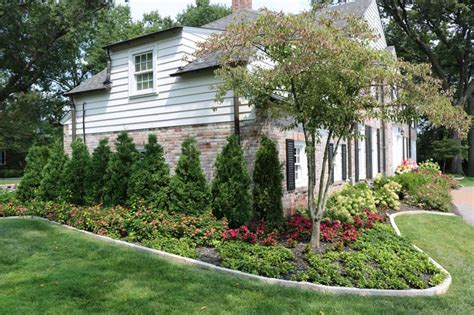 Edge Landscape And Maintenance Edging And Mulching St Louis Landscape Maintenance St Louis