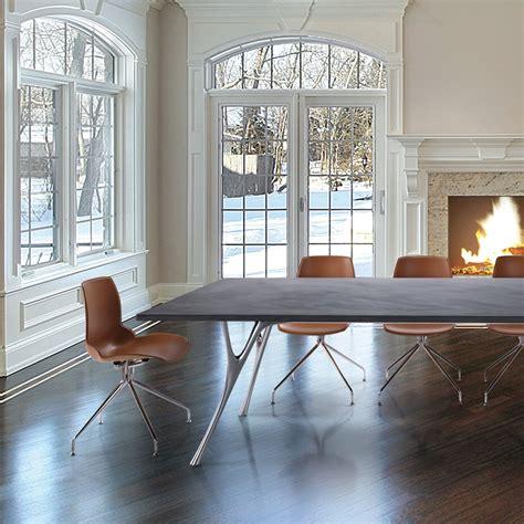 tavoli in cemento tavolo da riunione di design pegaso con piano in cemento