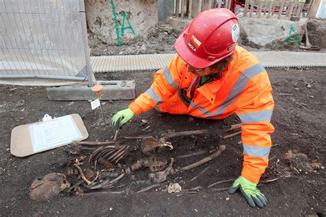pattern testing archaeology archaeologists start excavating 3 000 skeletons from