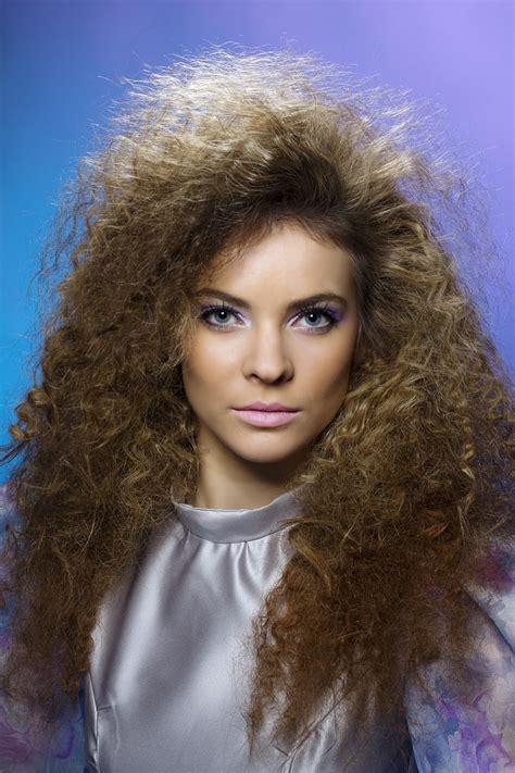 Coupe Cheveux Annãšes 80 Coiffure Des 233 Es 80 224 Faire Soi M 234 Me Pour Un Look