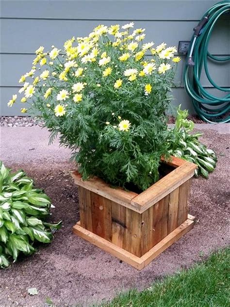 Recycled Planter by Recycled Pallet Planter Ideas Pallet Wood Projects