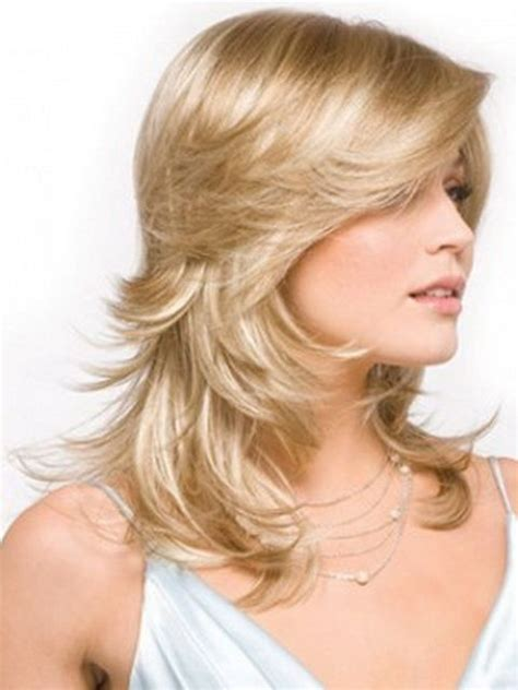 feathered hair cuts mediem hair best 25 feathered hairstyles ideas on pinterest
