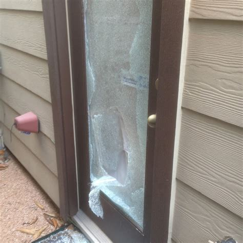 Shower Door Shattered Watches Burglar Trying To In Armor Glass Door For 10 Minutes While Talking To