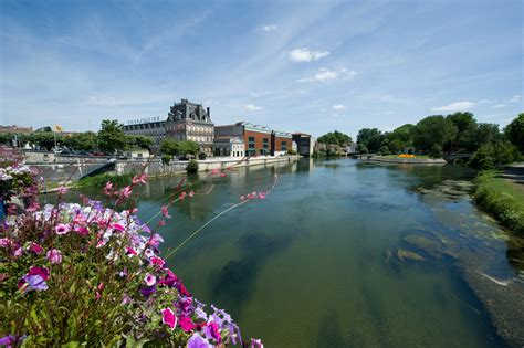 thames river france charente uk boating holidays boat hire river thames
