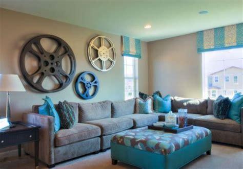 what color curtains make a room look bigger أفكار رائعة لتزيين الجدران الكبيرة المرسال
