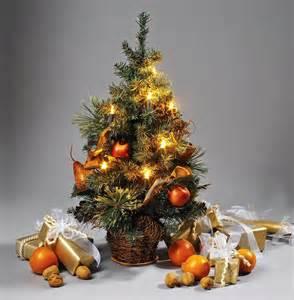 mini weihnachtsbaum mit beleuchtung mini weihnachtsbaum dekoriert kleiner weihnachtsbaum