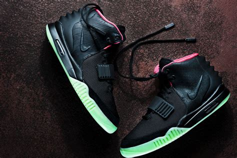 imagenes nike yeezy nike air yeezy ii black solar red sole collector