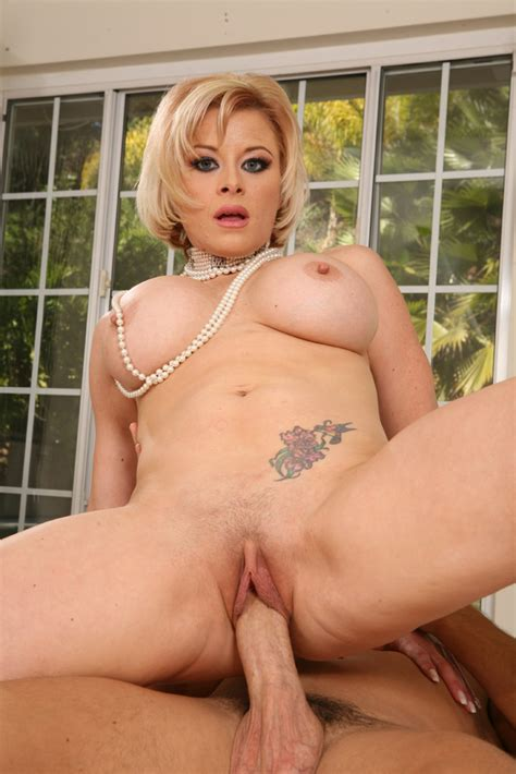 busty milf Kylee Lovit Getting Pounded Pichunter
