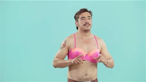 fotos de hombres con ropa interior femenina experimento los hombres usando ropa interior femenina