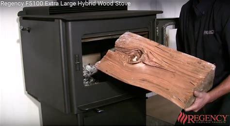 stufa nel camino stufa e caminetti la carica legname nella stufa e nel