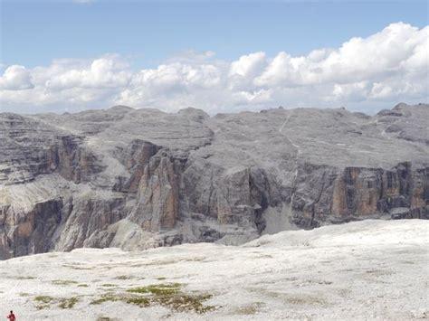 la terrazza delle dolomiti panorama foto di la terrazza delle dolomiti canazei