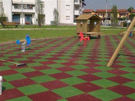 tappeti di gomma per esterni pavimentazione antitrauma