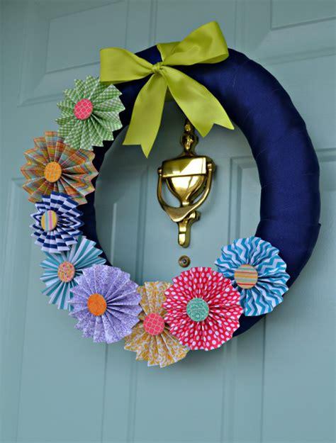 spring paper pinwheel wreath favecraftscom