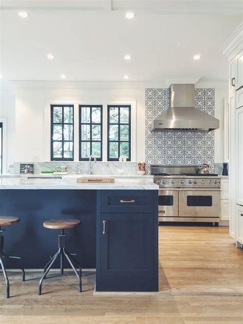 white island kitchen backsplash ideas iroonie com 25 best ideas about navy kitchen on pinterest navy