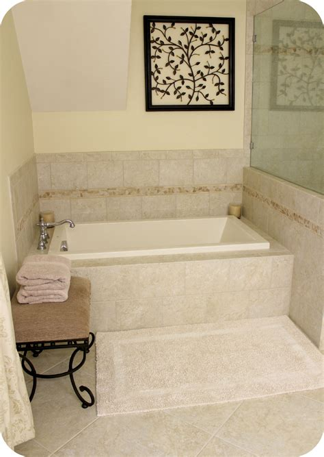 small soaking tub  nice square recessed bathtub