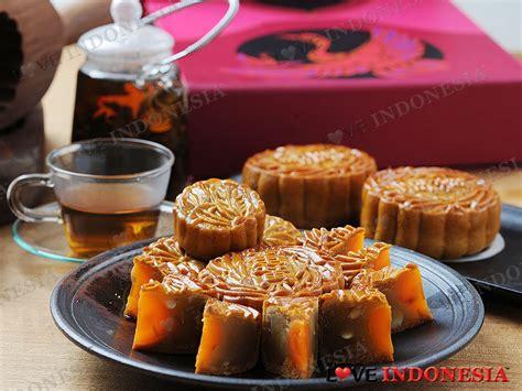 Kue Bulan Moon Cake Wanglai Rasa Pandan Telor hotel borobudur jakarta sambut festival musim gugur dengan sajian kue bulan istimewa