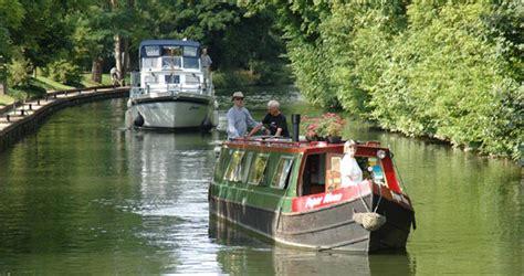 thames river cruise mapledurham mapledurham lock on the river thames visit thames